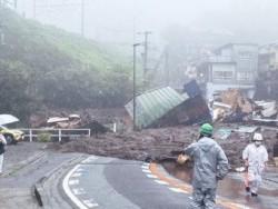 Японд хөрсний нуралт болсны дараа 24 хүн сураггүй х