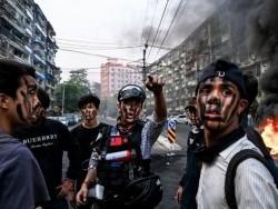 Мьянмар:Хөдөөний цэргүүдийн эсрэг хотын Z үеийнхэн